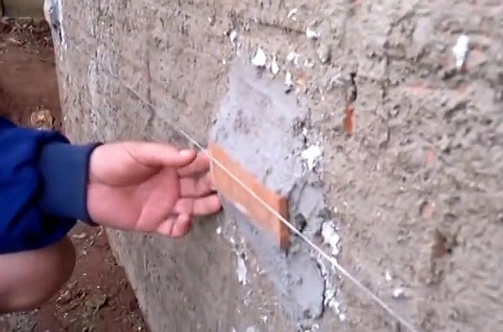 Talisca em parede chapiscada.